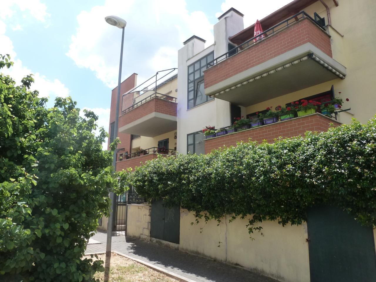 Appartamento in vendita a Grottaferrata, 6 locali, prezzo € 249.000 | CambioCasa.it