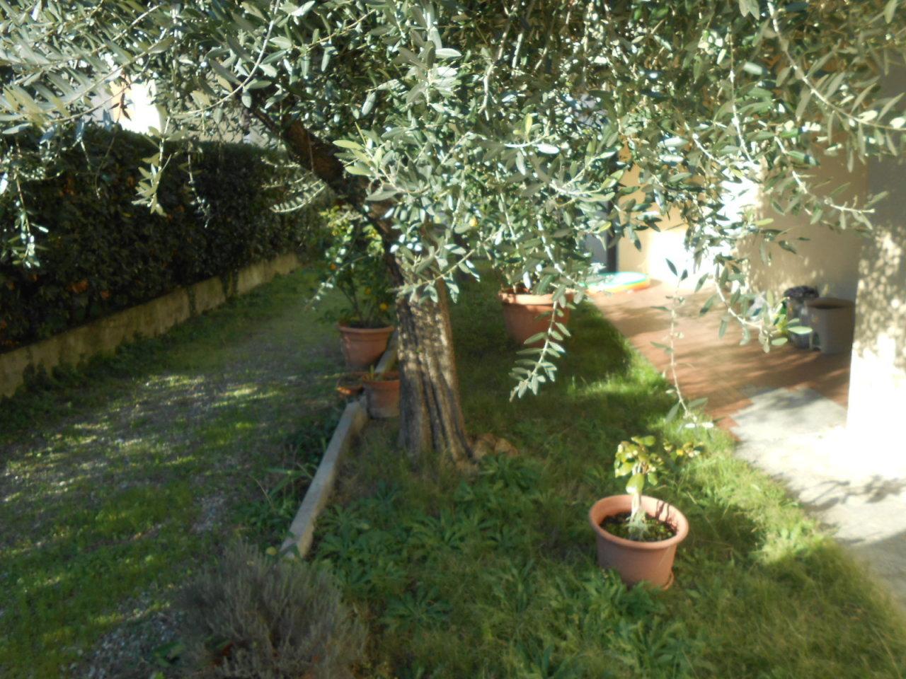 Appartamento in vendita a Lucca, 3 locali, prezzo € 95.000 | Cambio Casa.it