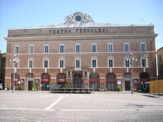 Rustico / Casale in vendita a Jesi, 35 locali, Trattative riservate | Cambio Casa.it