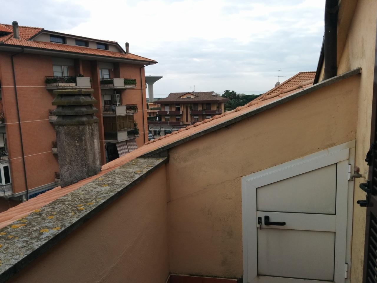 Bilocale Ardea Via Ticino 10