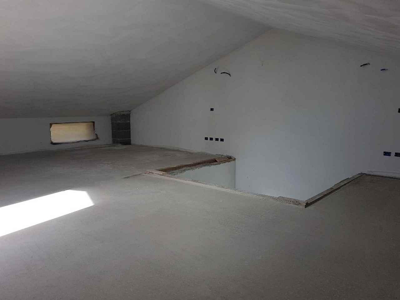 Villetta bifamiliare in vendita, rif. L074
