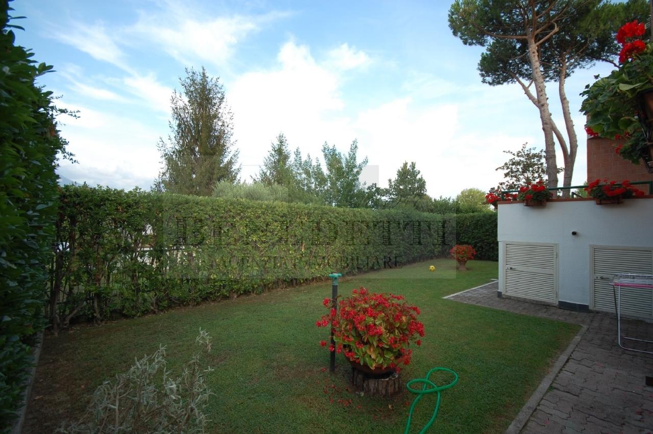 Villa in vendita a Pietrasanta, 7 locali, prezzo € 520.000 | Cambio Casa.it