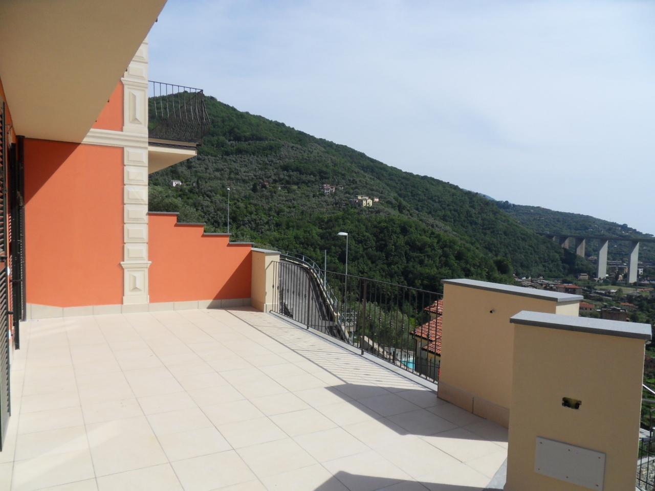 Villa a Schiera in Vendita a Avegno