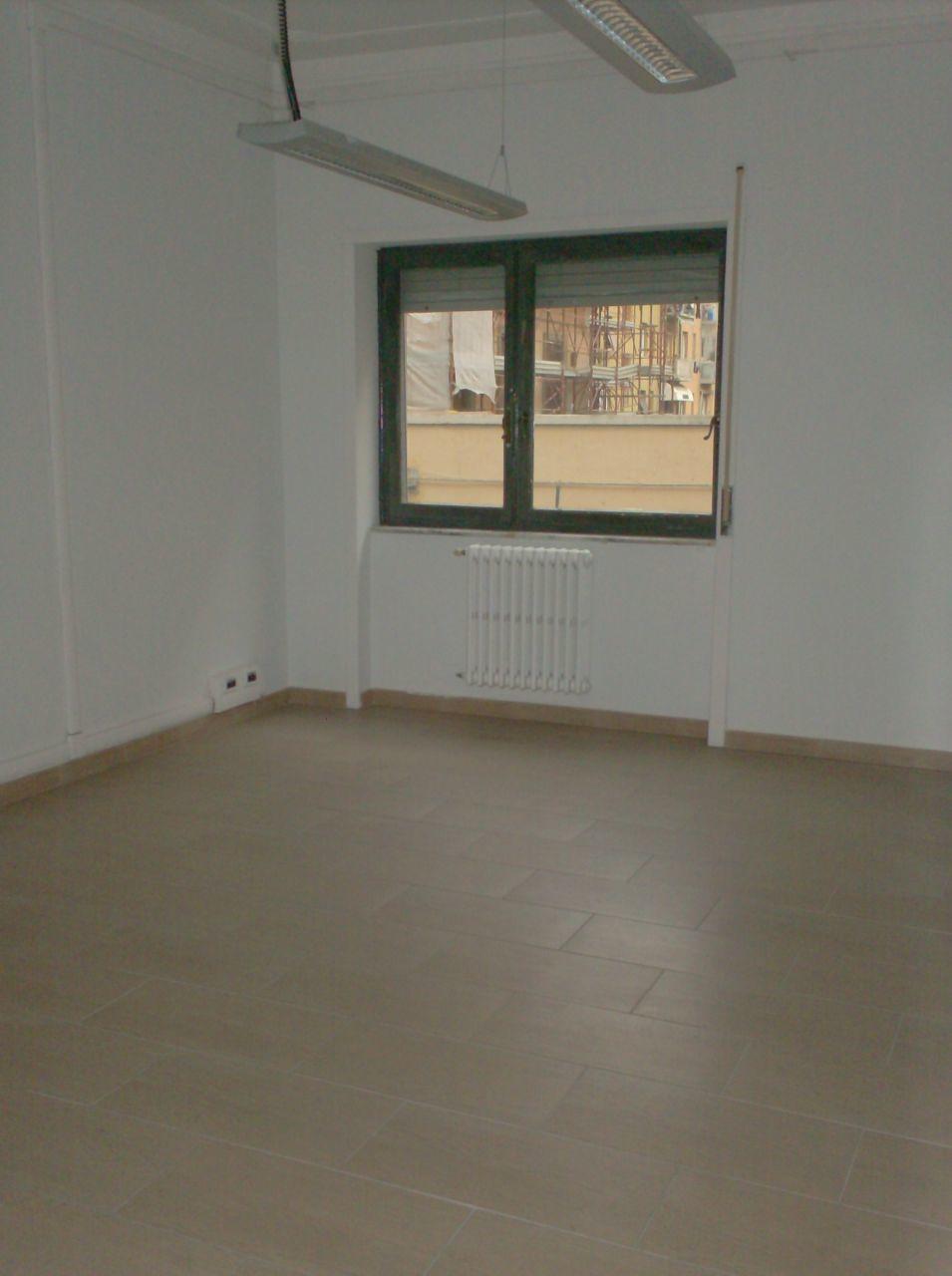 Ufficio / Studio in affitto a Livorno, 4 locali, prezzo € 1.000 | Cambio Casa.it