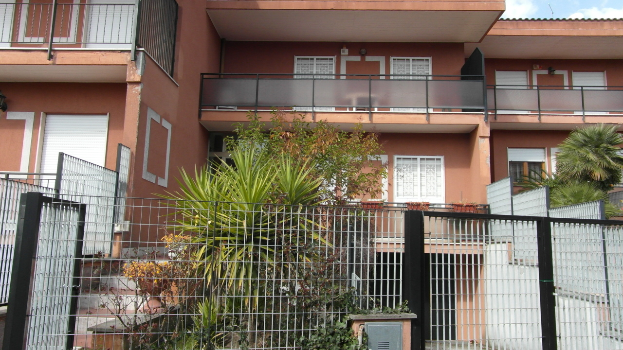 Soluzione Indipendente in vendita a Grottaferrata, 7 locali, prezzo € 459.000 | Cambio Casa.it