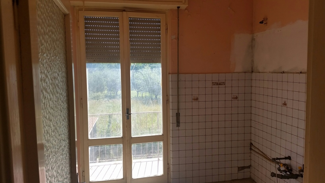 Appartamento in vendita a Lucca, 4 locali, prezzo € 85.000 | Cambio Casa.it