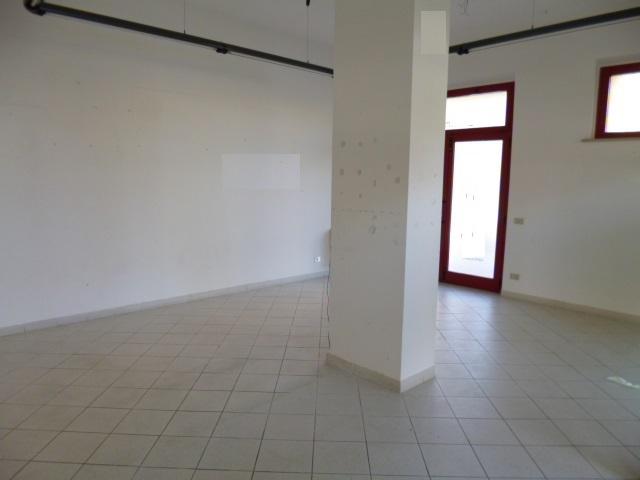 Negozio / Locale in affitto a Jesi, 2 locali, prezzo € 600 | Cambio Casa.it