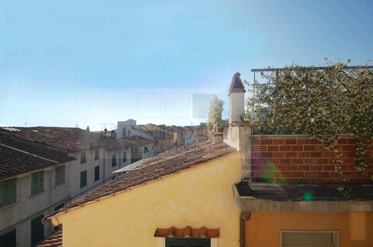 Appartamento in vendita a Pietrasanta, 5 locali, prezzo € 350.000 | Cambio Casa.it