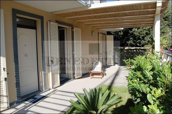 Appartamento in vendita a Pietrasanta, 5 locali, prezzo € 790.000 | Cambio Casa.it