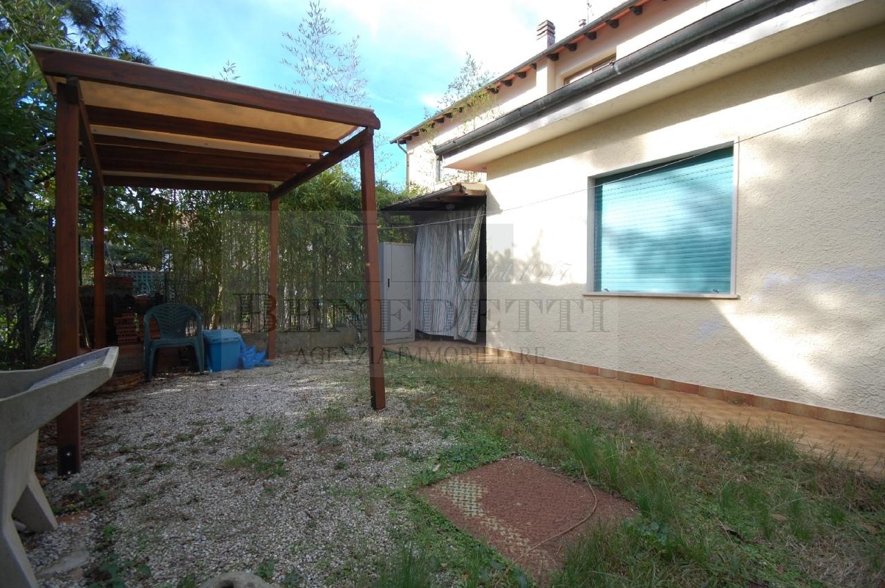 Appartamento in vendita a Pietrasanta, 4 locali, zona Zona: Marina di Pietrasanta, prezzo € 350.000 | Cambio Casa.it