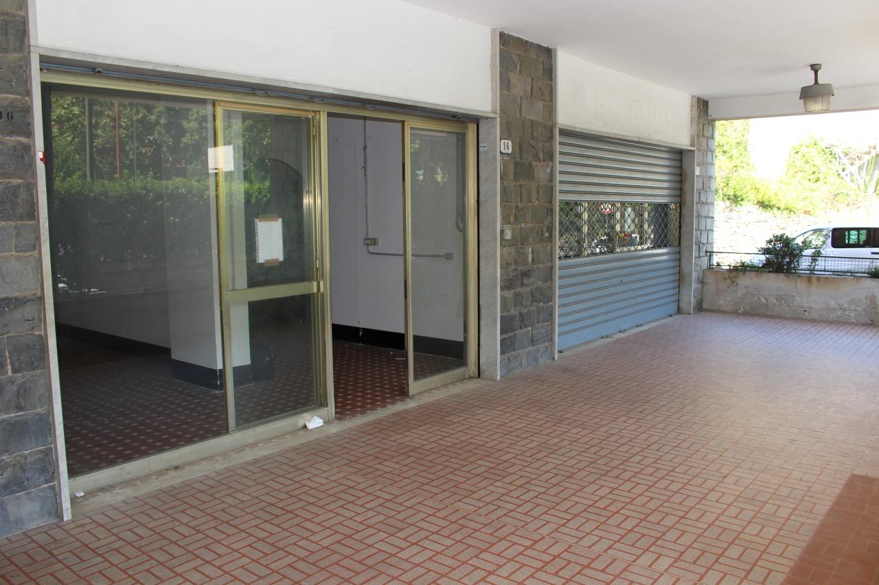 Negozio / Locale in affitto a Recco, 2 locali, prezzo € 450 | Cambio Casa.it