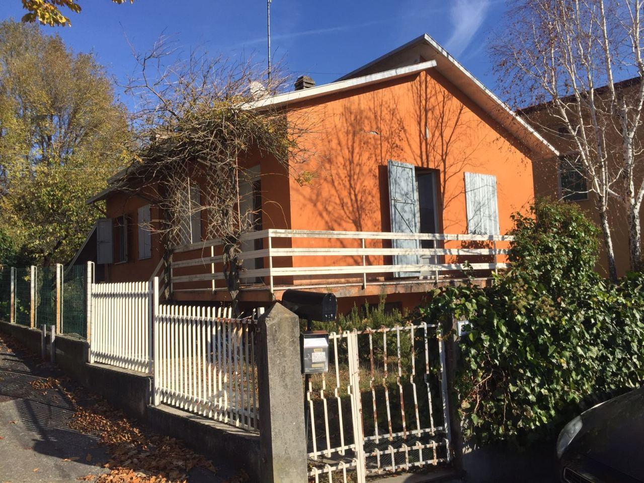 Soluzione Indipendente in affitto a Varano de' Melegari, 5 locali, prezzo € 550 | CambioCasa.it