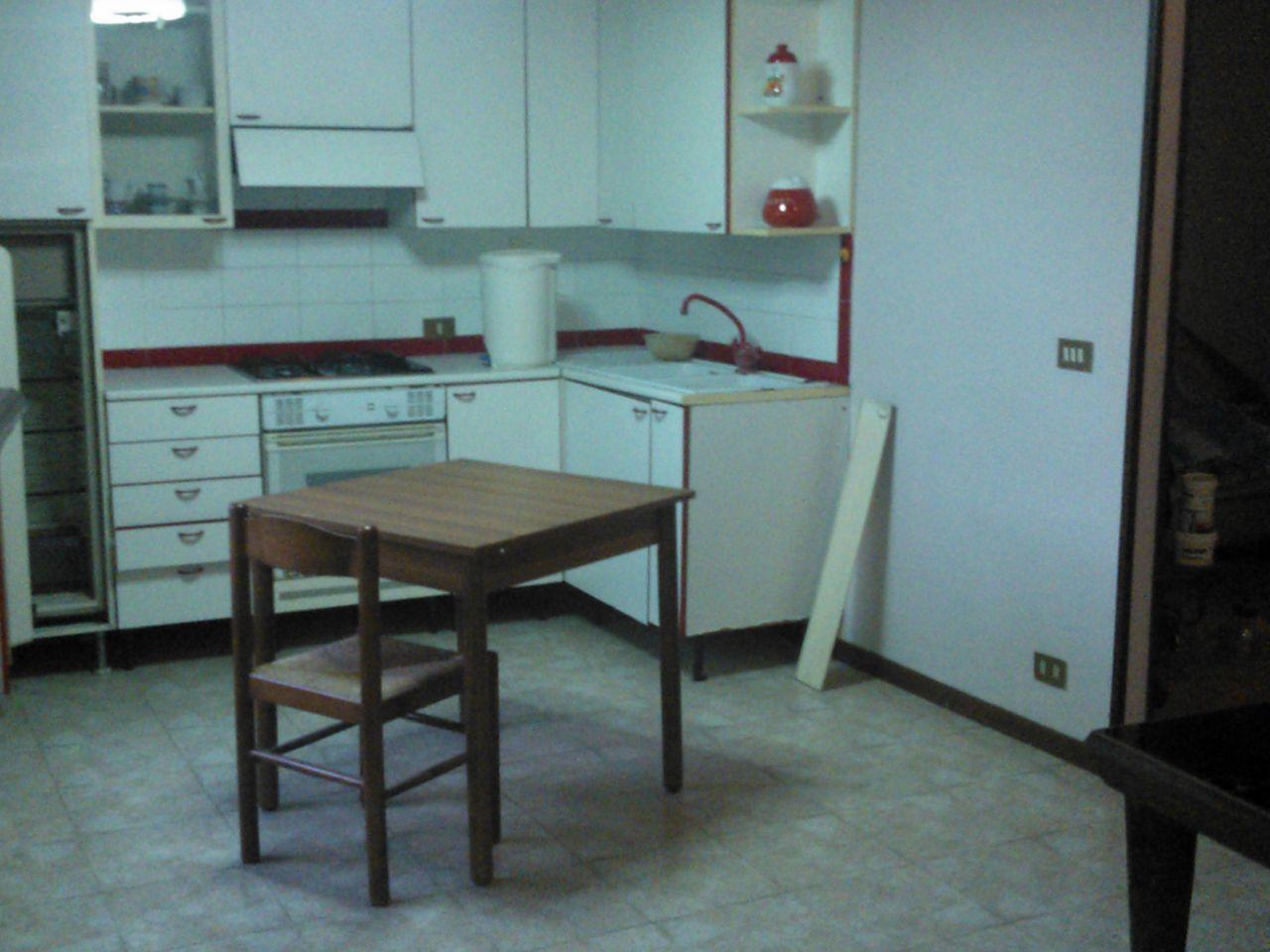 Appartamento in vendita a Lucca, 5 locali, prezzo € 210.000 | Cambio Casa.it