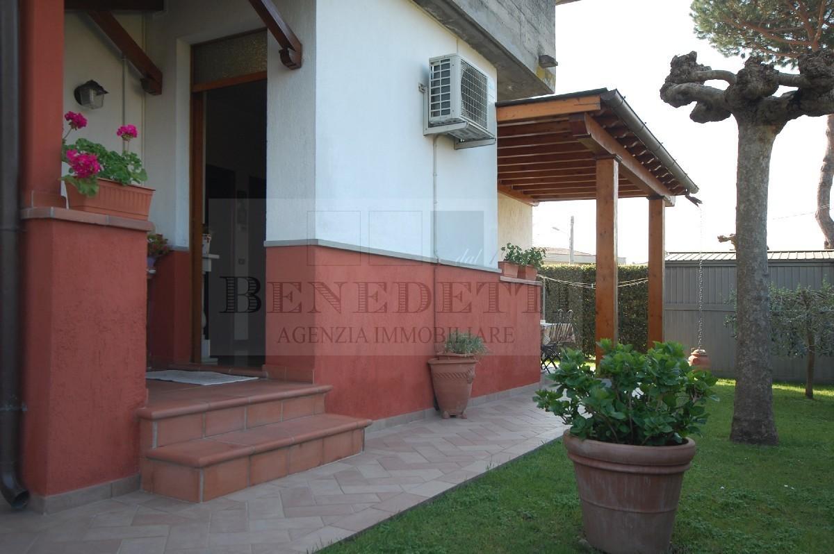 Appartamento in vendita a Pietrasanta, 3 locali, prezzo € 240.000 | Cambio Casa.it