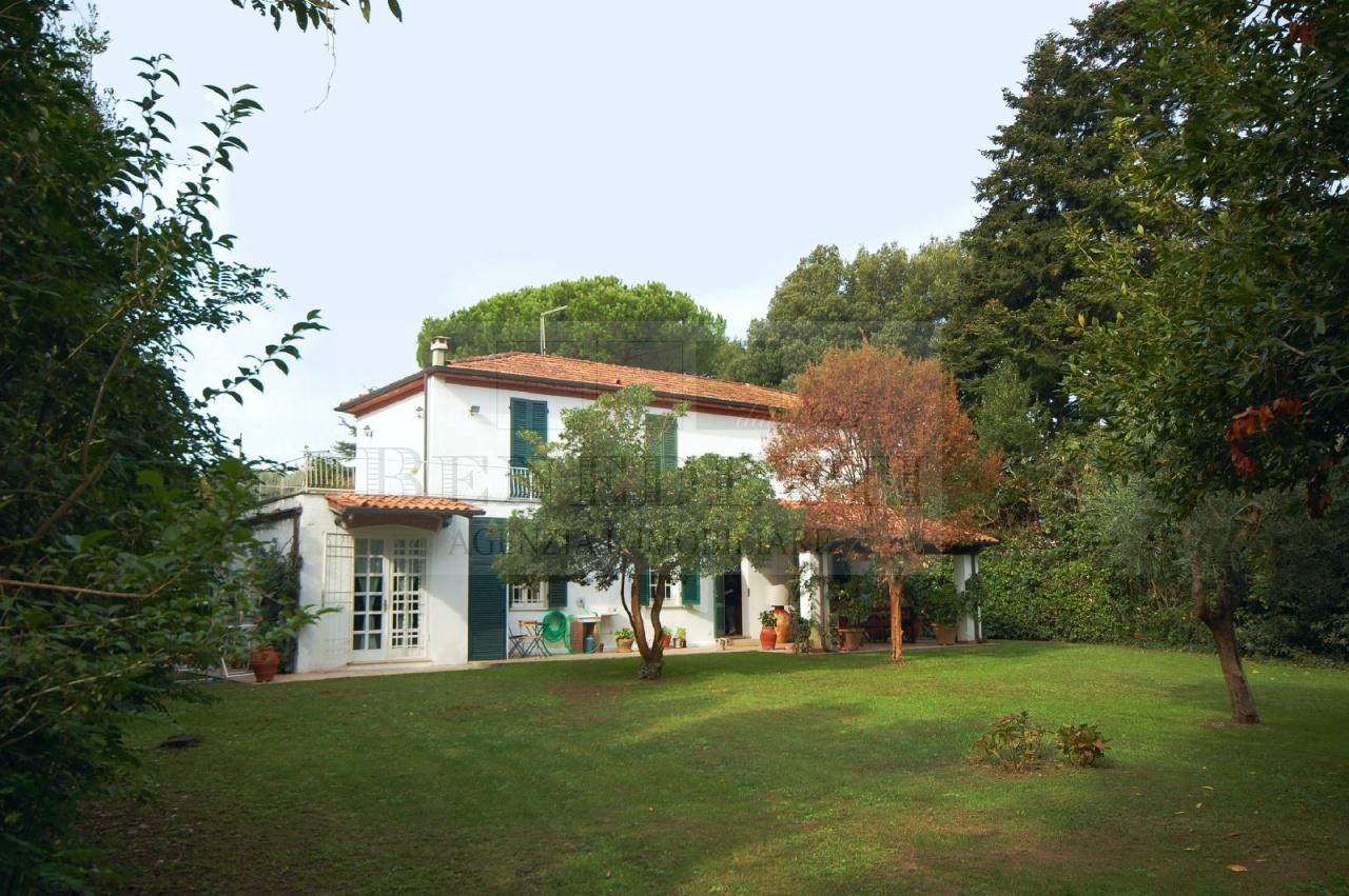 Rustico / Casale in vendita a Pietrasanta, 8 locali, prezzo € 1.200.000 | Cambio Casa.it