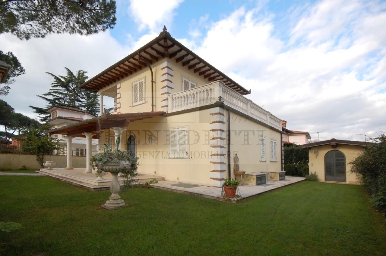 Villa in vendita a Pietrasanta, 8 locali, prezzo € 1.200.000 | Cambio Casa.it