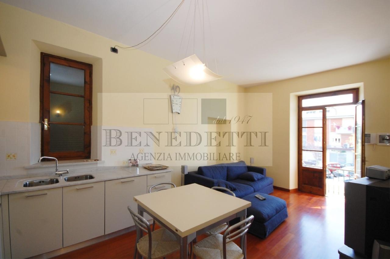 Appartamento in vendita a Pietrasanta, 5 locali, prezzo € 310.000 | Cambio Casa.it