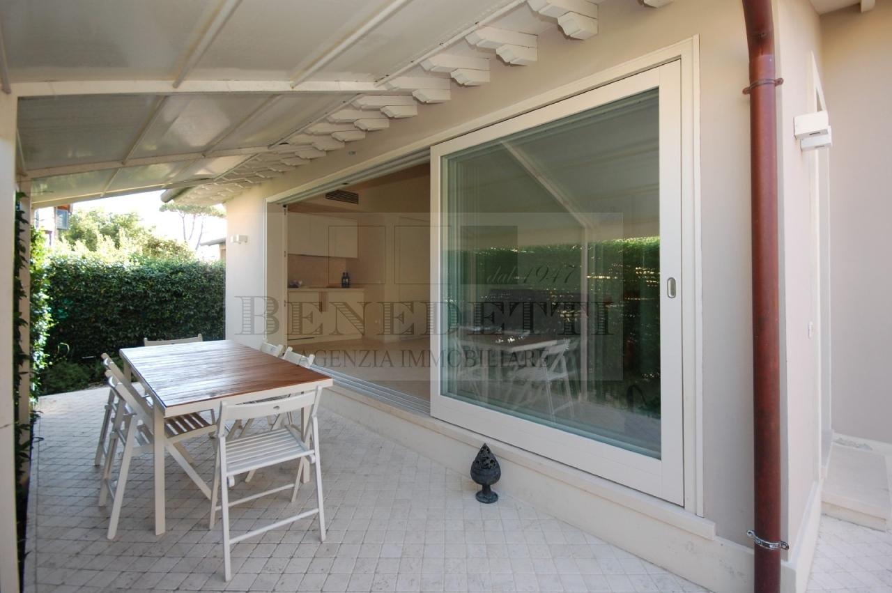 Appartamento in vendita a Pietrasanta, 4 locali, prezzo € 420.000 | Cambio Casa.it