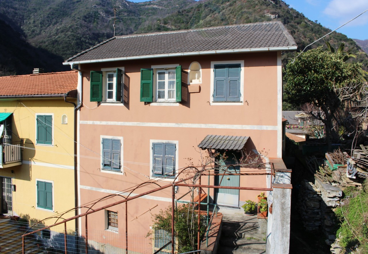 Vendita Case, Avegno