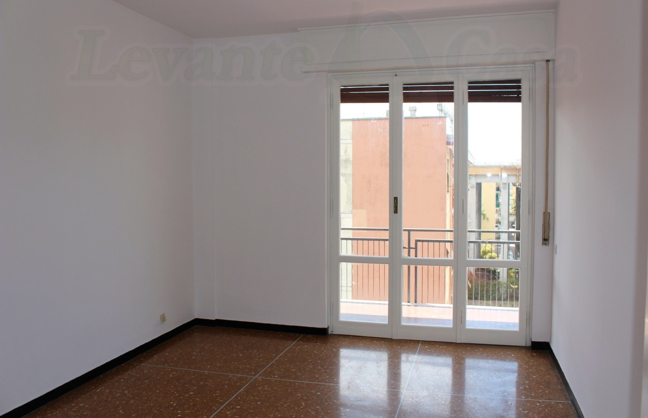 Appartamento in affitto a Recco, 6 locali, prezzo € 670 | CambioCasa.it