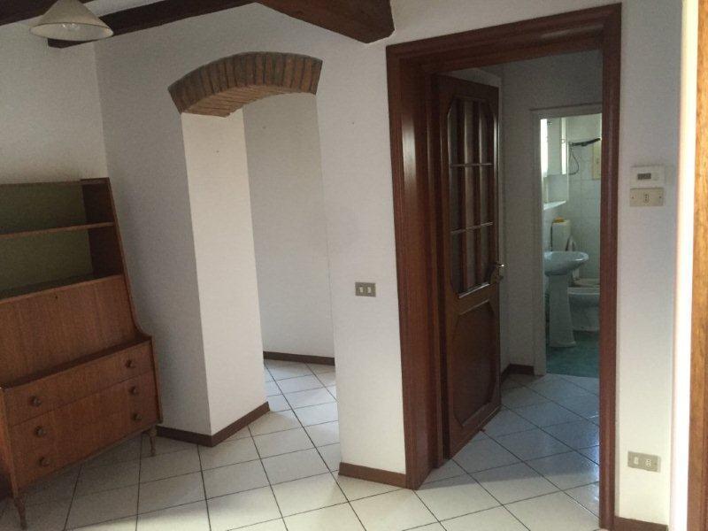 Appartamento in affitto a Medesano, 9999 locali, prezzo € 450 | CambioCasa.it