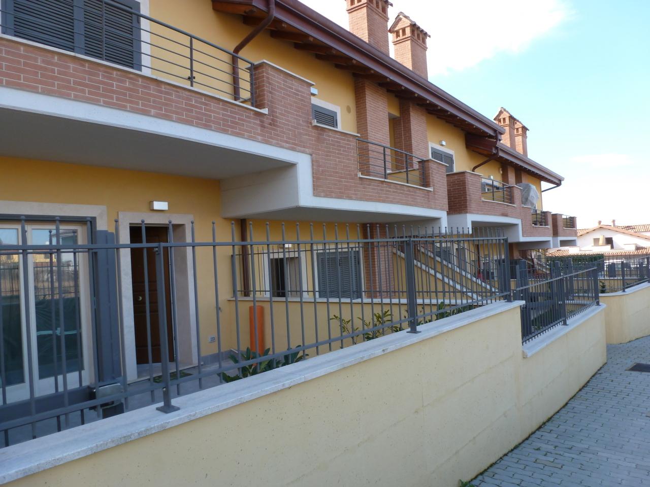 Appartamento in vendita a Rocca di Papa, 4 locali, prezzo € 139.999 | Cambio Casa.it