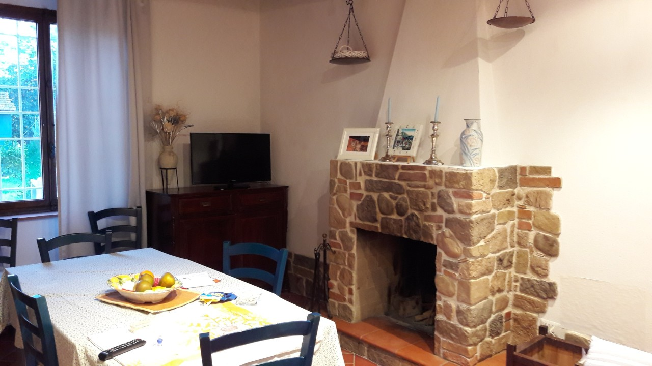 Rustico / Casale in vendita a Massarosa, 11 locali, prezzo € 400.000 | Cambio Casa.it
