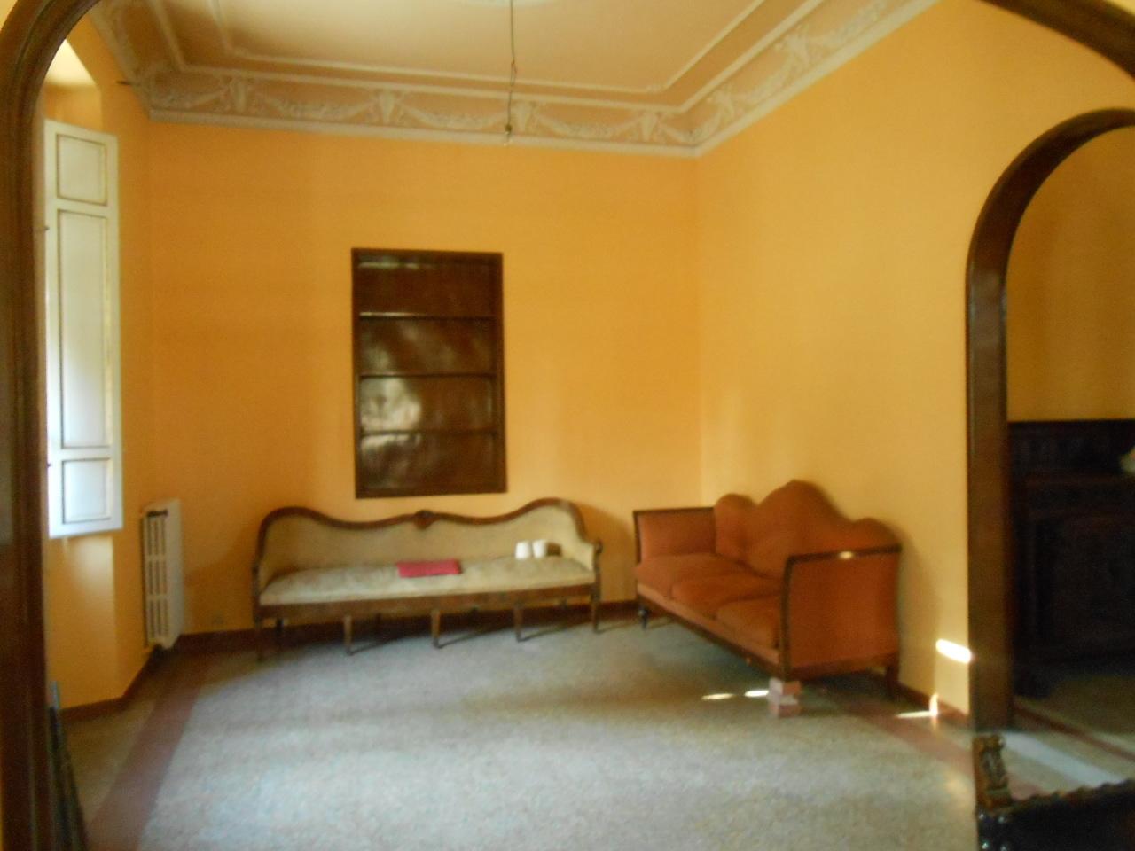 Villa in affitto a Lucca, 9 locali, prezzo € 800 | Cambio Casa.it