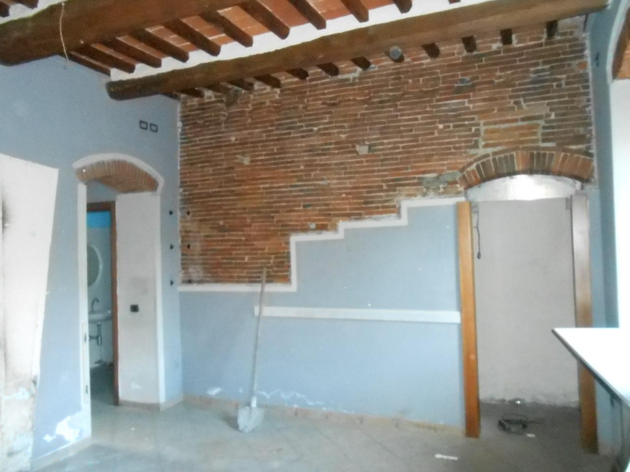 Capannone in vendita a Lucca, 4 locali, prezzo € 175.000 | Cambio Casa.it