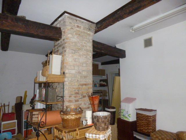Negozio / Locale in vendita a Jesi, 9999 locali, prezzo € 30.000 | Cambio Casa.it