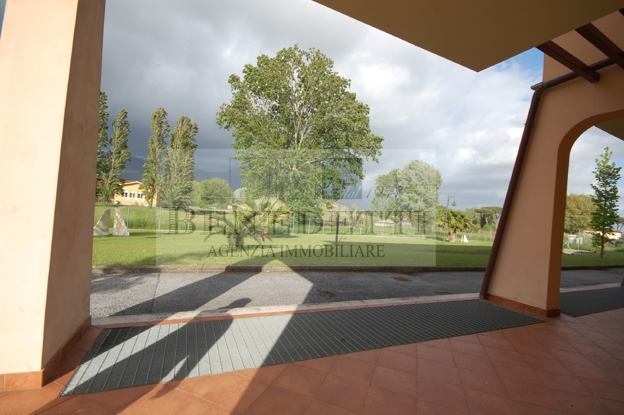 Appartamento in vendita a Pietrasanta, 4 locali, prezzo € 190.000 | Cambio Casa.it