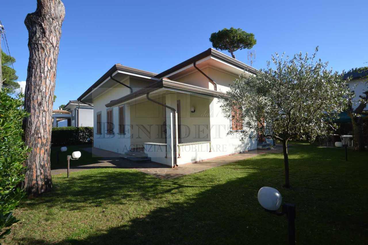 Villa in vendita a Pietrasanta, 10 locali, prezzo € 950.000 | Cambio Casa.it