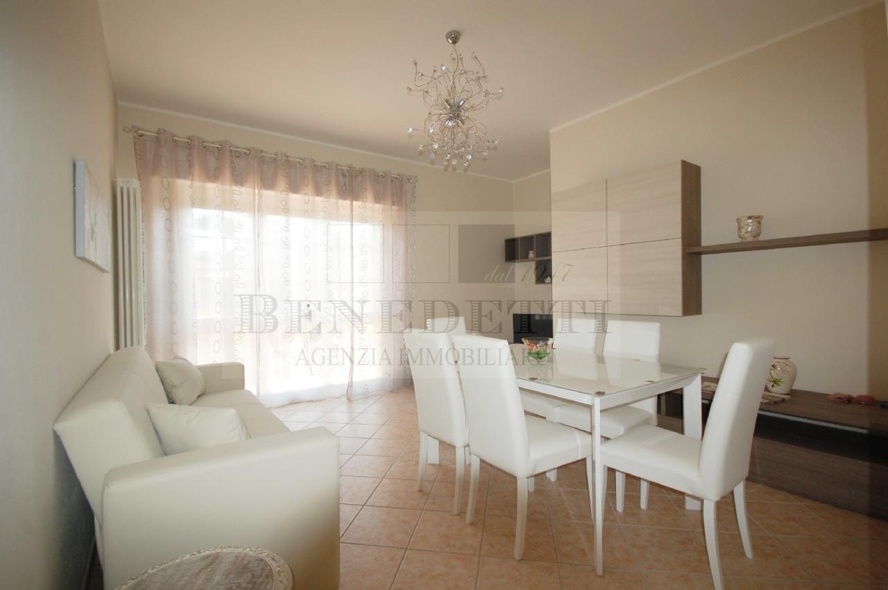 Appartamento in vendita a Pietrasanta, 5 locali, prezzo € 450.000 | Cambio Casa.it