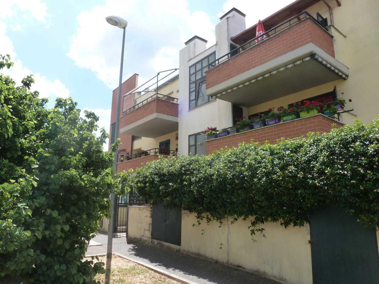 Appartamento in vendita a Grottaferrata, 6 locali, prezzo € 225.000 | CambioCasa.it