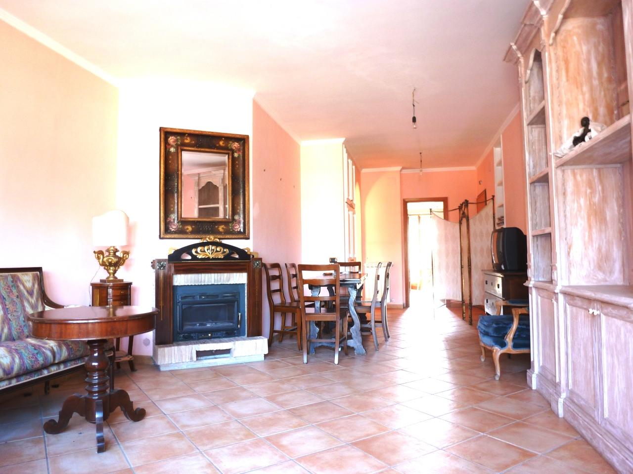 Appartamento in vendita a Grottaferrata, 6 locali, prezzo € 360.000 | CambioCasa.it