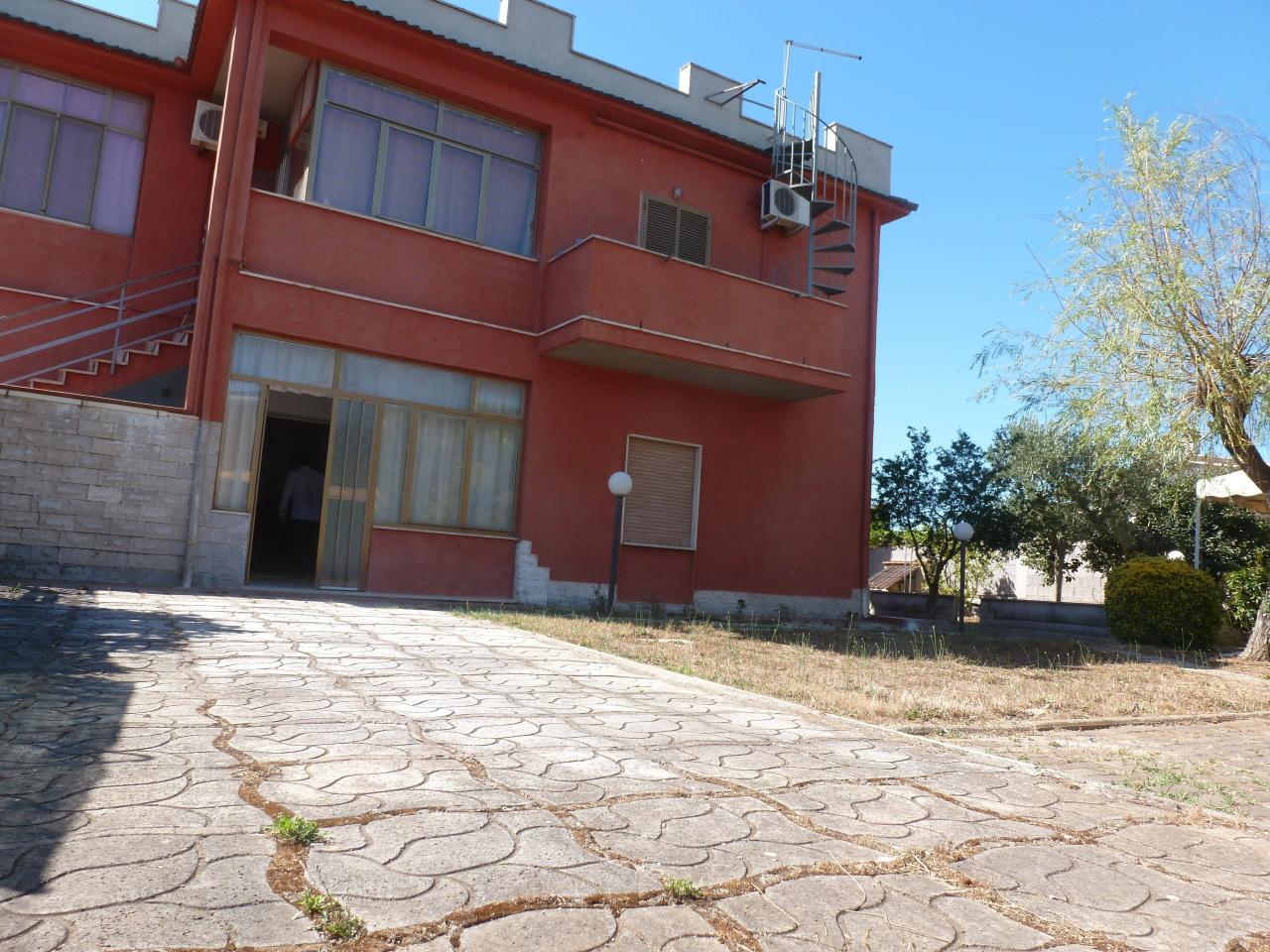 Appartamento in vendita a Nettuno, 4 locali, prezzo € 90.000 | CambioCasa.it