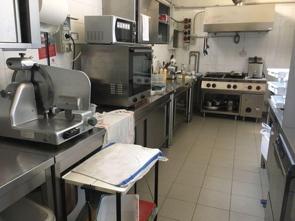 Ristorante / Pizzeria / Trattoria in vendita a Lucca, 3 locali, prezzo € 500.000 | CambioCasa.it