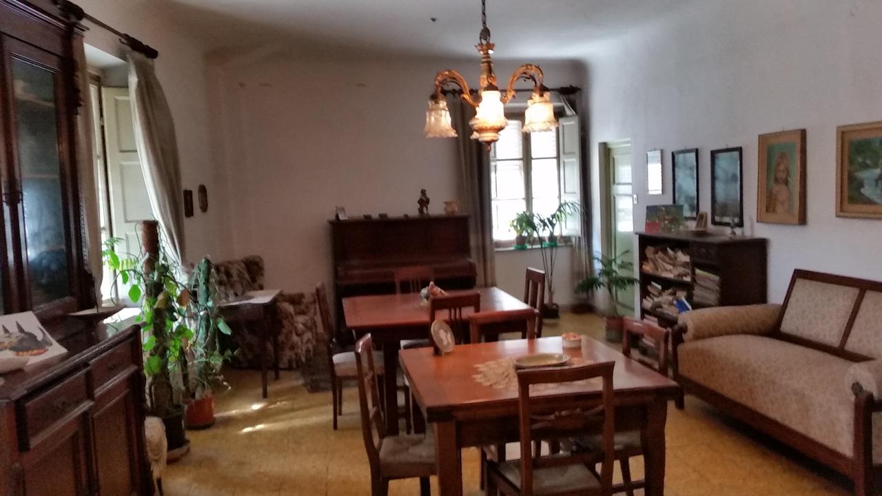 Appartamento in vendita a Lucca, 5 locali, prezzo € 270.000 | Cambio Casa.it