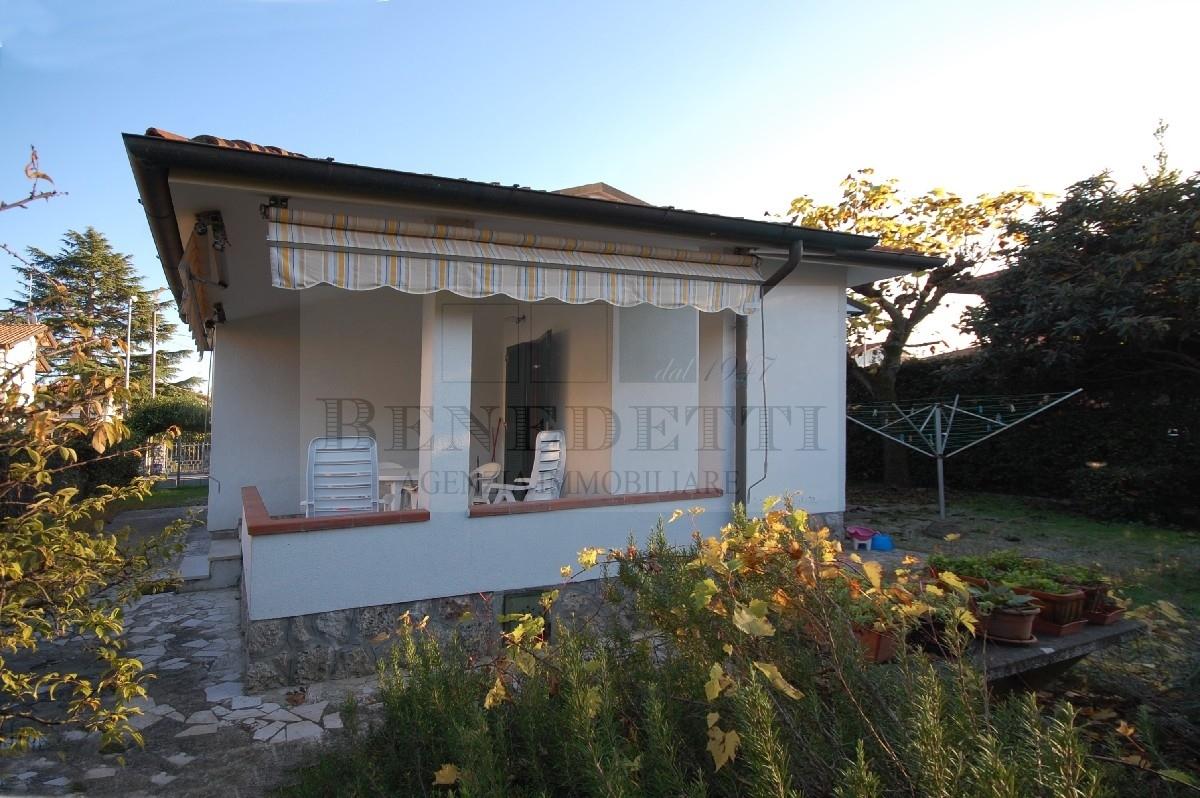 Soluzione Indipendente in vendita a Pietrasanta, 4 locali, prezzo € 450.000 | Cambio Casa.it