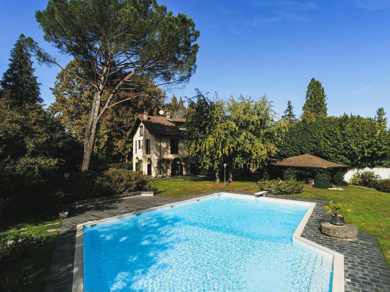 Casa indipendente in vendita a Castelletto Sopra Ticino (NO)