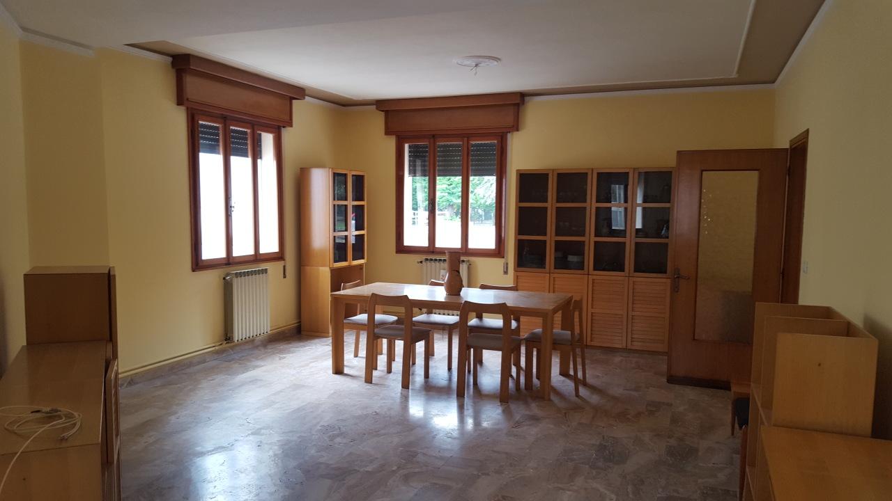 Villa a Schiera in vendita a Guarda Veneta, 7 locali, prezzo € 100.000 | CambioCasa.it