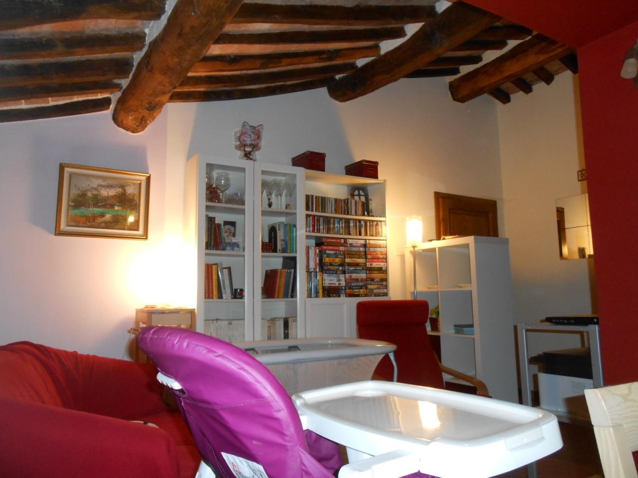 Appartamento in vendita a Lucca, 4 locali, prezzo € 110.000 | Cambio Casa.it