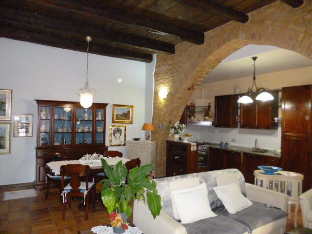 vendita appartamento castelbellino   110000 euro  3 locali  70 mq