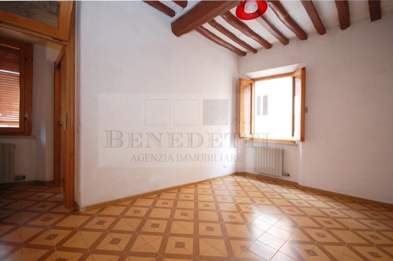 Appartamento in vendita a Pietrasanta, 3 locali, prezzo € 195.000 | Cambio Casa.it