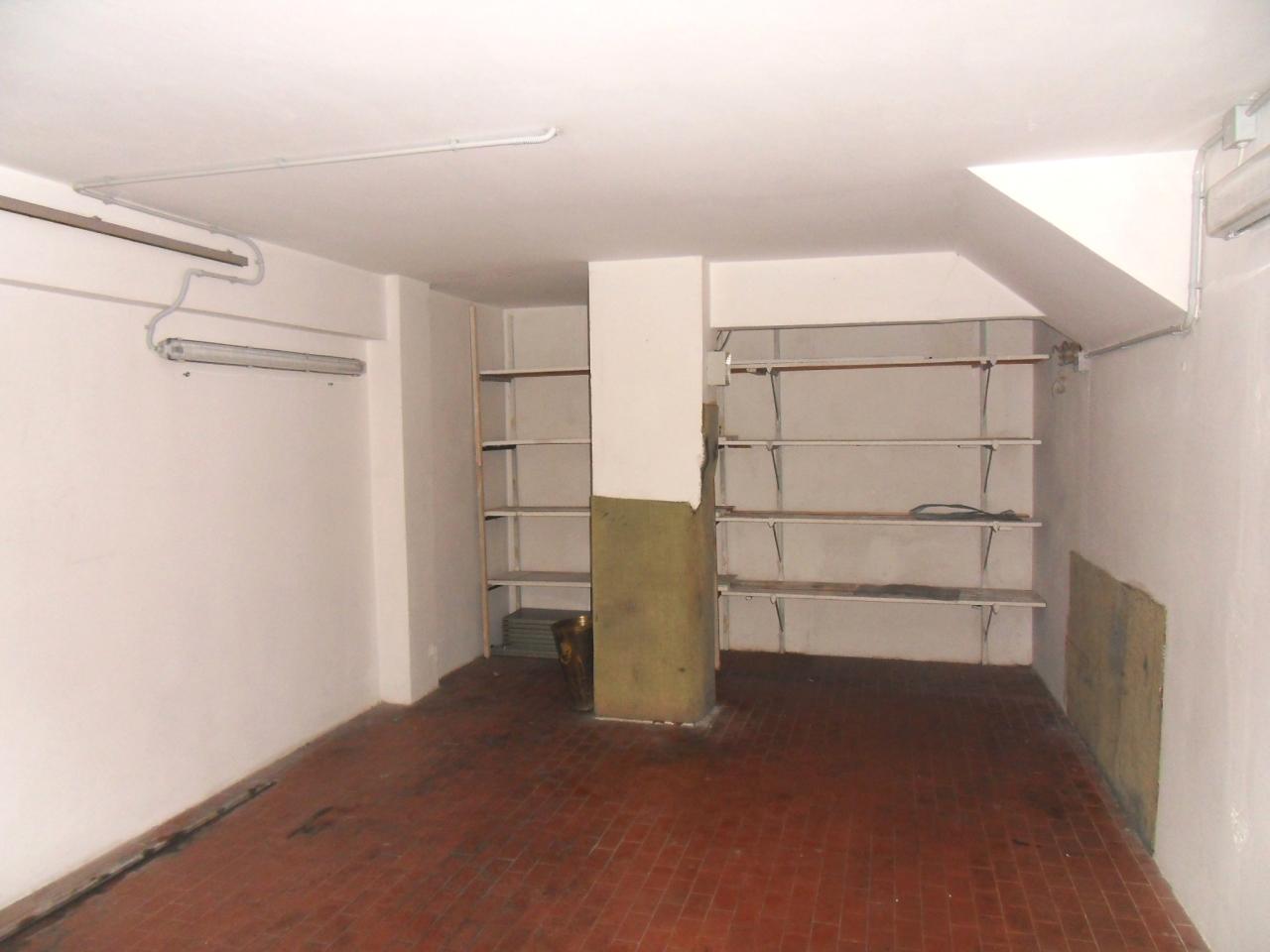 Box / Garage in Affitto a Recco