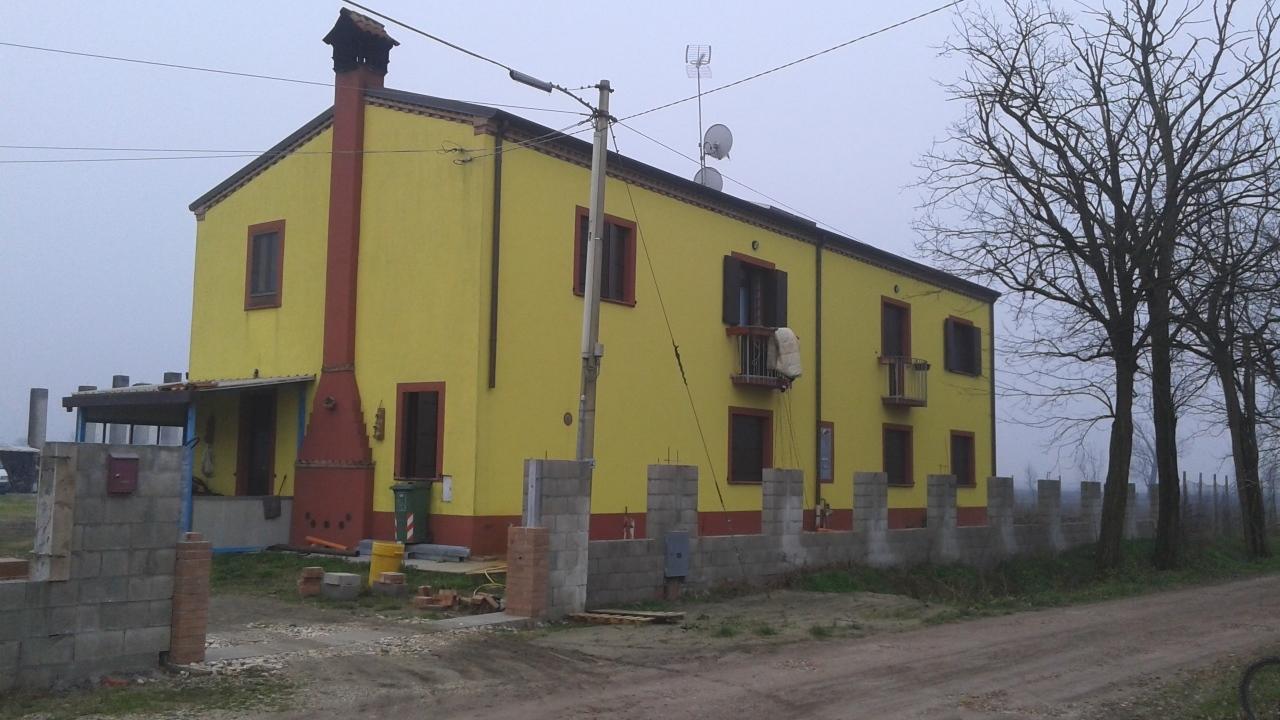 Soluzione Indipendente in affitto a Ceregnano, 8 locali, prezzo € 900 | CambioCasa.it