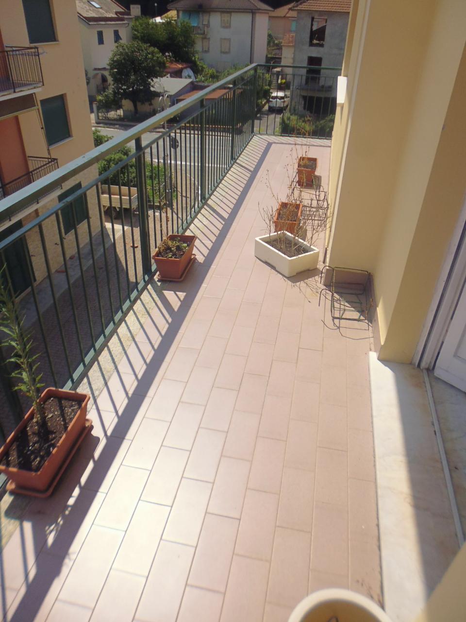 Appartamento in affitto a Casarza Ligure, 6 locali, prezzo € 500 | CambioCasa.it