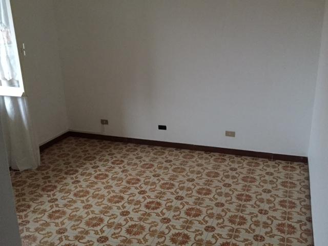 Appartamento in affitto a Castiglione Chiavarese, 5 locali, prezzo € 400 | Cambio Casa.it