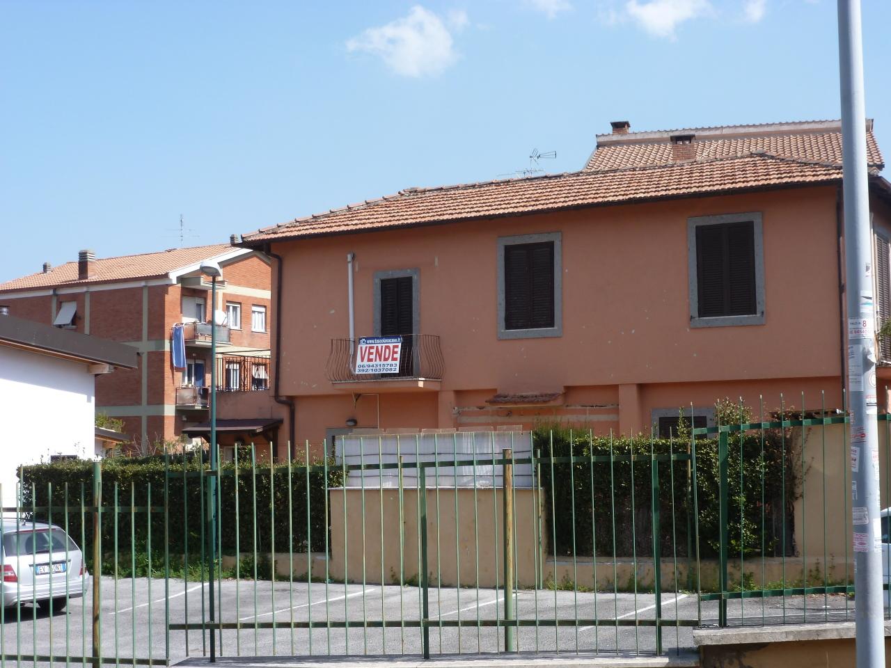 Villa in vendita a Grottaferrata, 6 locali, prezzo € 320.000 | Cambio Casa.it