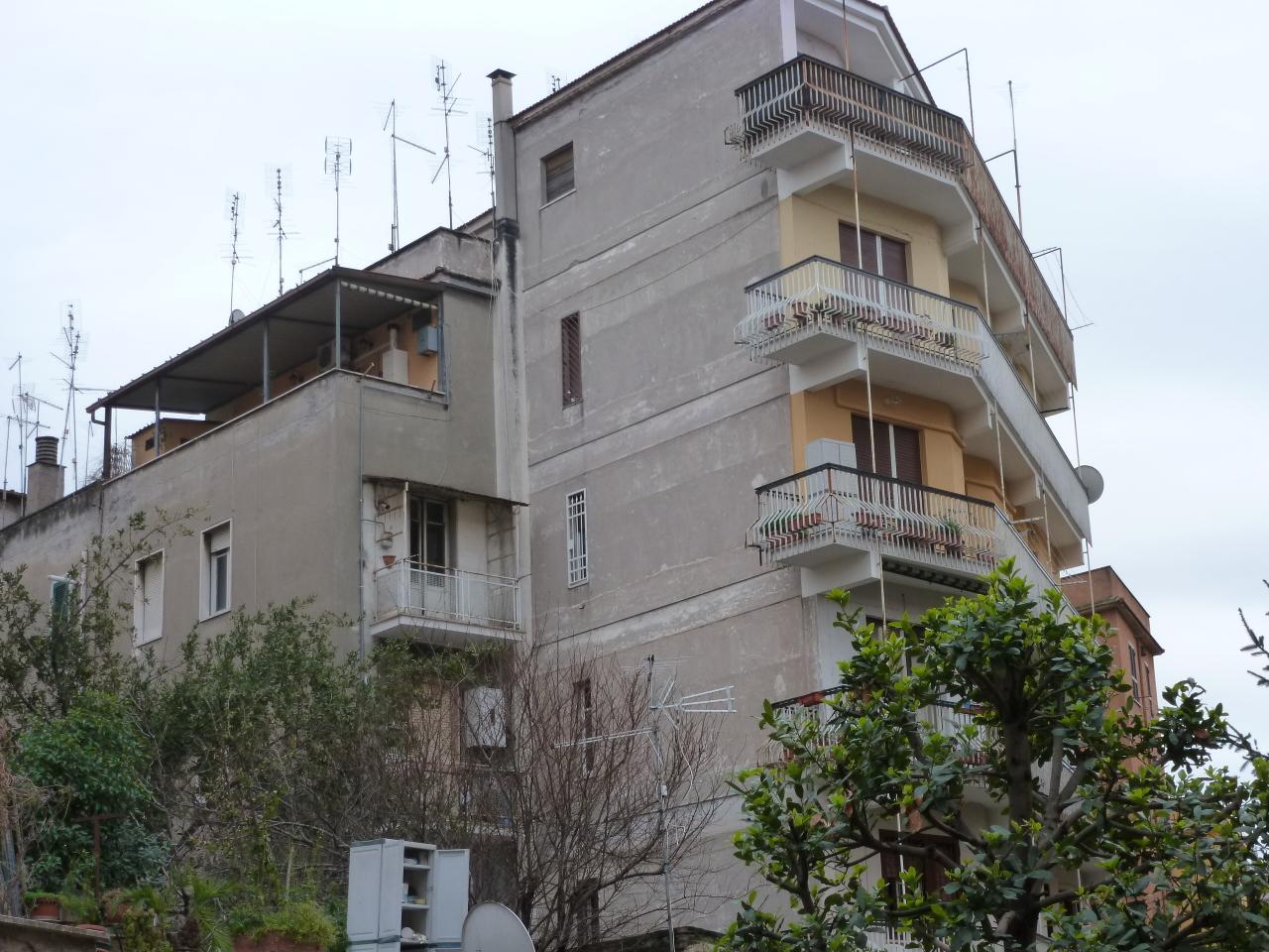 Appartamento in vendita a Roma, 3 locali, prezzo € 119.000   CambioCasa.it